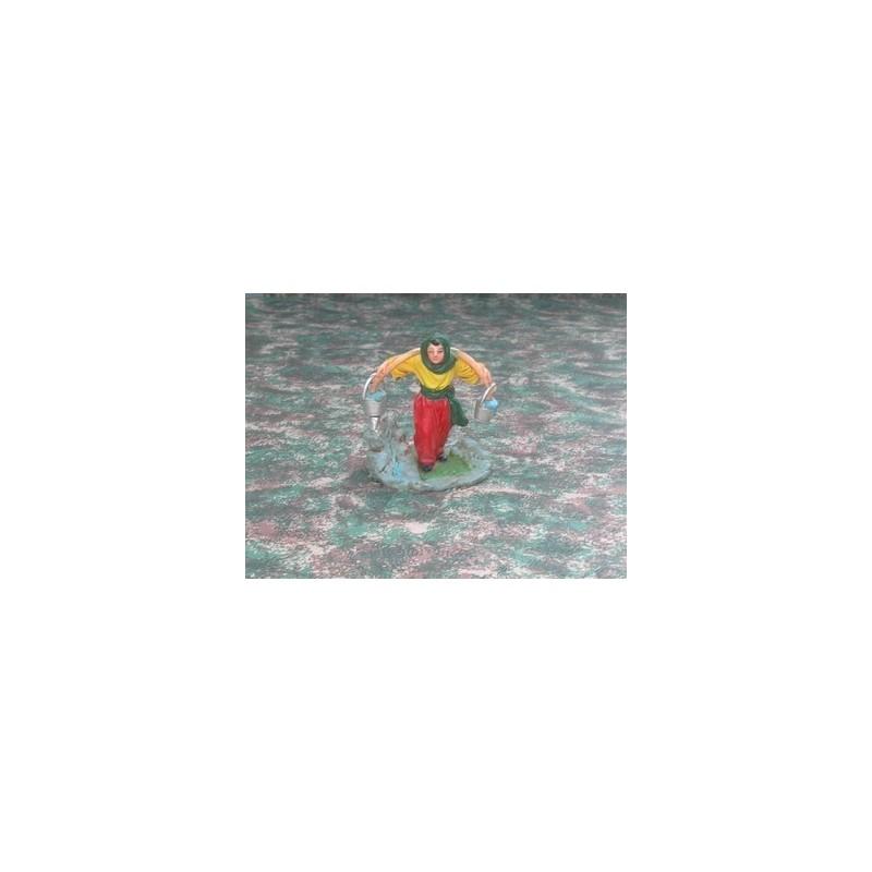 Mondo Presepi Donna con secchi alla spalle cm 10 - Cod. SDW22