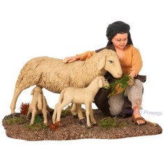 Mondo Presepi Bambino con pecora e agnelli STV30/64