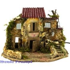 casa con cortile e fontana