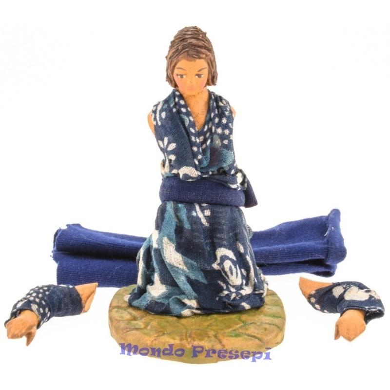Cm 12 Donna in ginocchio