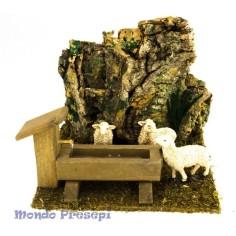 Mondo Presepi Ambientazione con pecore all'abbeveratoio.