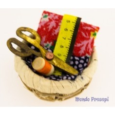 Basket with tools for seamstress ø 3 cm