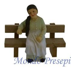 Donna 9 cm seduta con panchina in legno