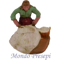 The woman who spins the wool 5 cm
