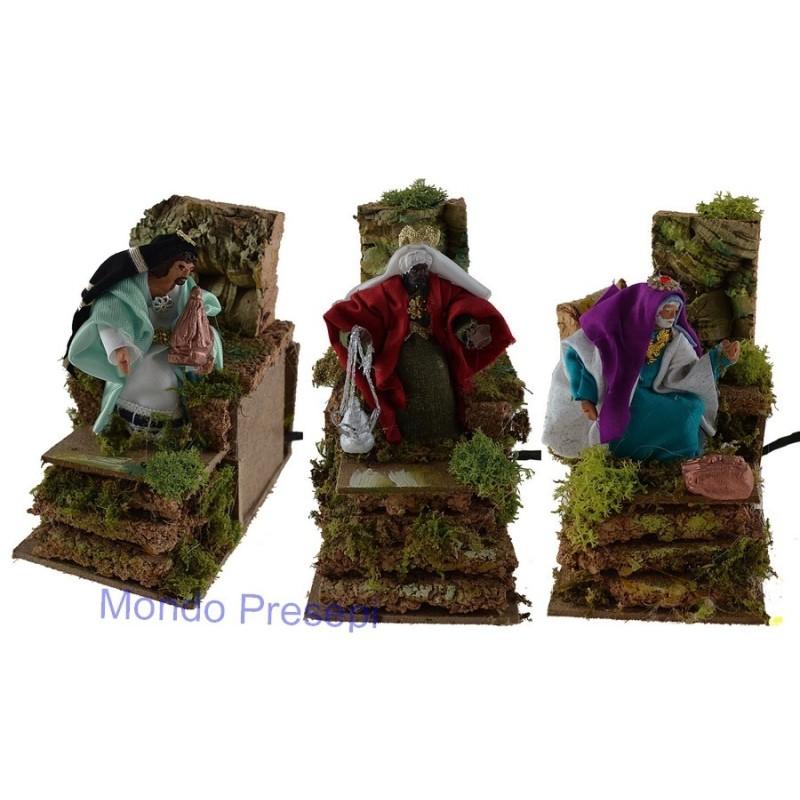 Tre Re magi in movimento, cm 10 in terracotta rivestiti